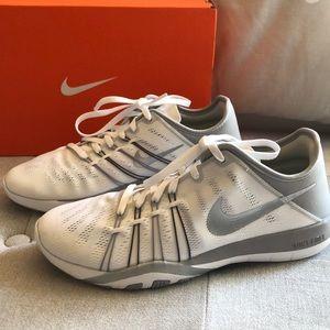NIB Nike free training 6 sneakers